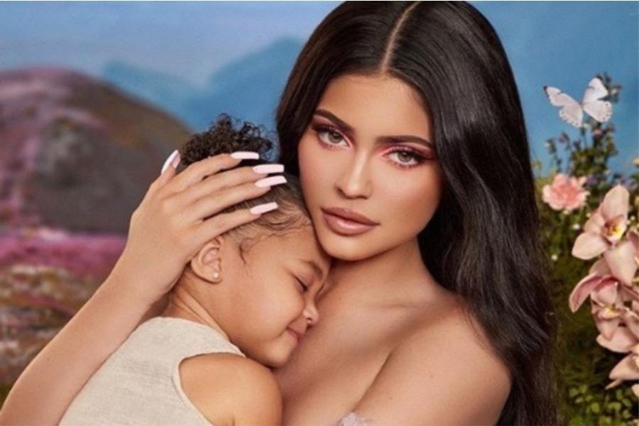 Stormi-y-Kylie-Jenner