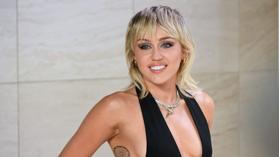 Miley-Cyrus-topless-974x550